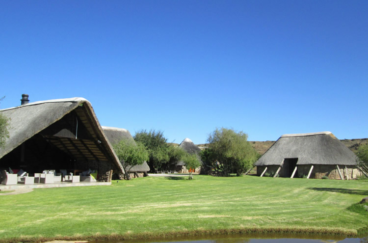 This game lodge is situated in the eastern district of Victoria West, in the Northern Cape, on a privately owned farm, approximately a 1000-hectares in size. Perfect for guests looking for comfortable lodging and warm hospitality, with a wonderful experience of game viewing close by.