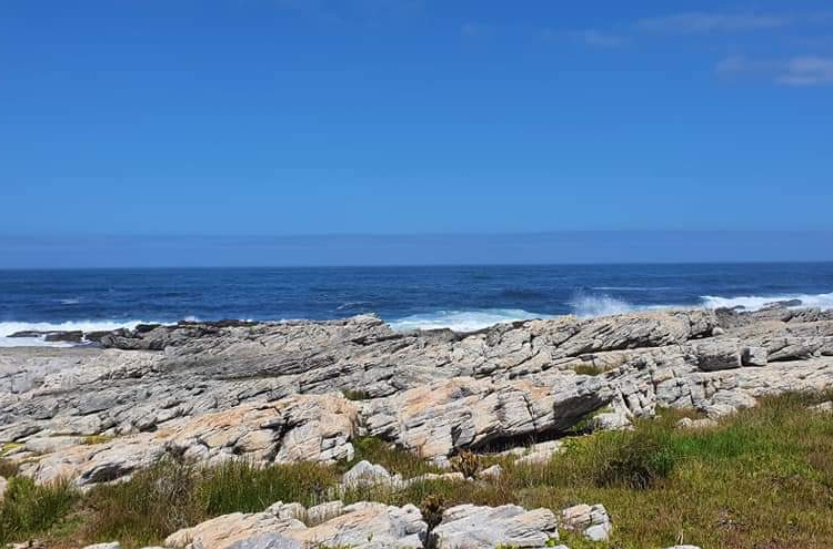 A charming bed & breakfast situated in the heart of the Agulhas National Park. A stone's throw away from an exquisite pebble beach and only a few moments away from the Southern Most Tip of Africa where the Indian and Atlantic Oceans meet.